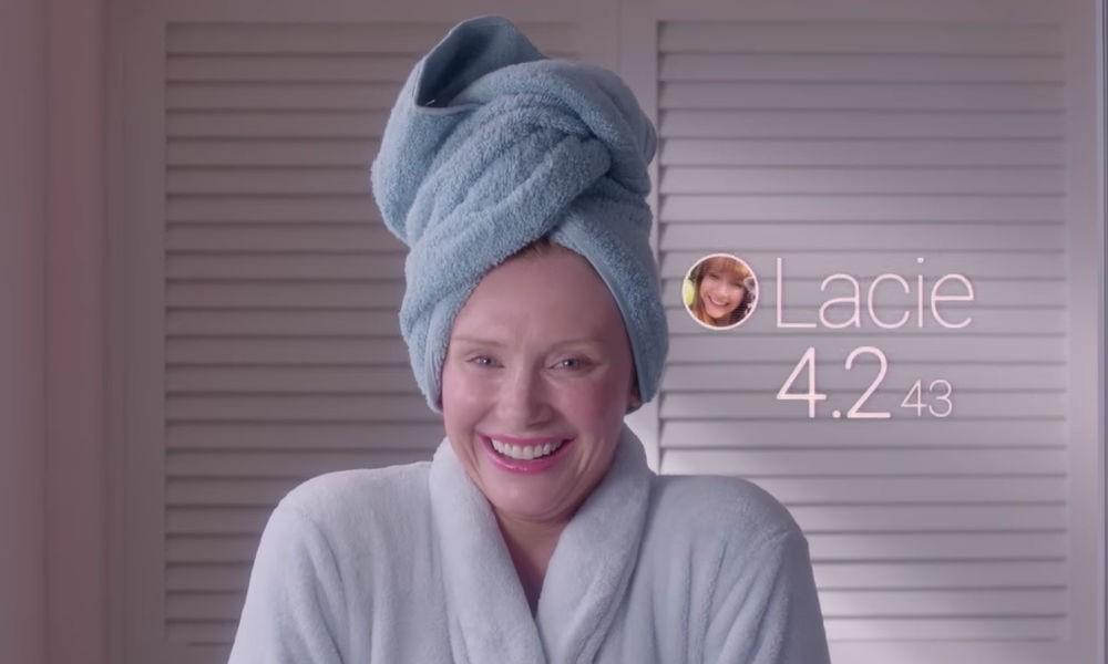 Imagem de uma cena do episódio Queda Livre da série black mirror