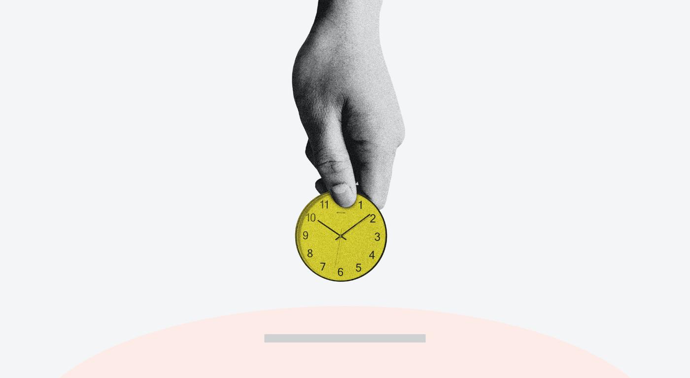 Imagem de capa do post Tempo é Dinheiro mão segurando relógio e colocando no cofre