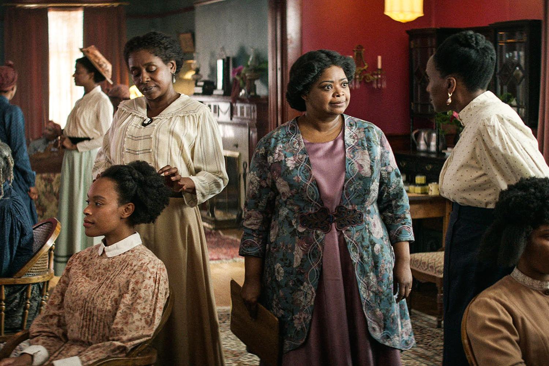Umas das cenas da minissérie, onde Sarah está iniciando seu salão de beleza Madam C J Walker