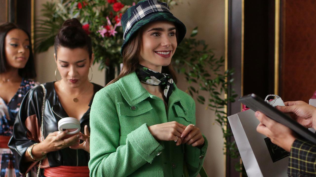Emily no evento para influenciadores  Emily in Paris