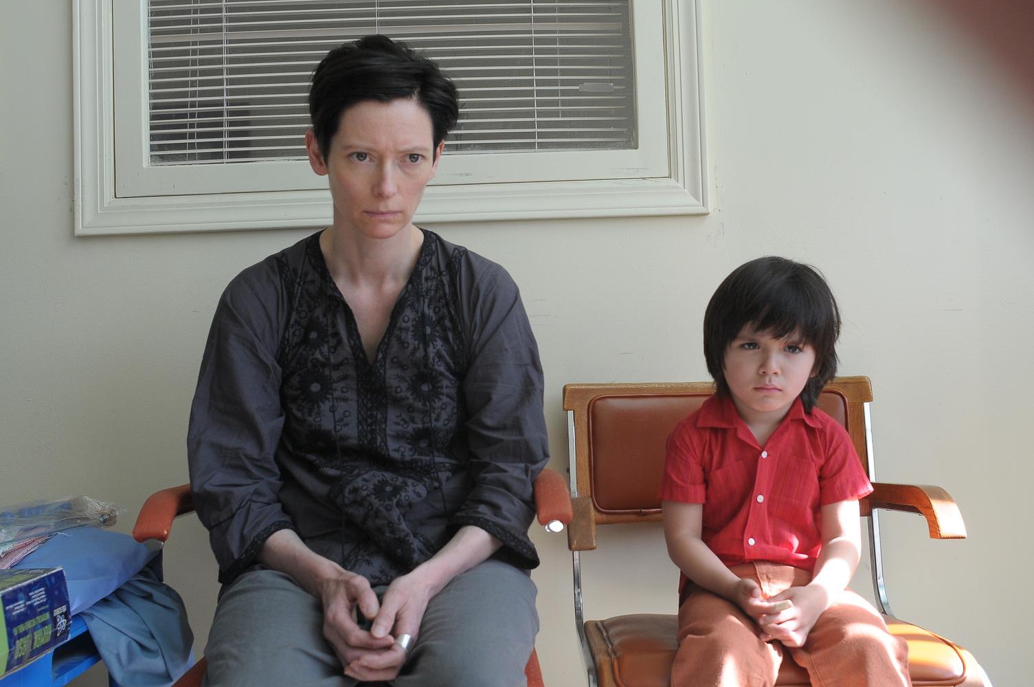 Eva e seu filho Kevin quando era criança. Filmes dirigidos por mulheres